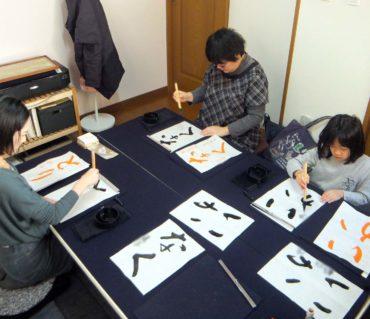 生徒さん一人一人とじっくり向き合うレッスン/鎌倉市長谷の書道教室