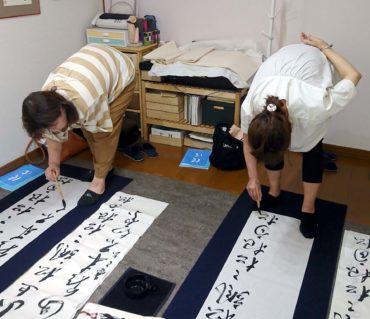 条幅(半切)は全身運動でダイエットに効果的?!/鎌倉市長谷の書道教室