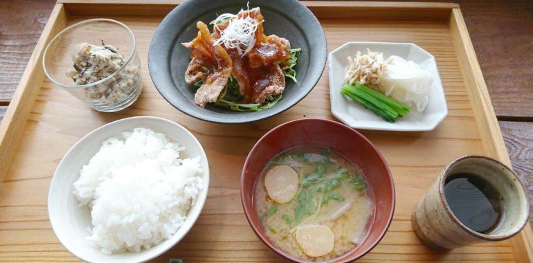 素朴な定食屋さん「sahan」/鎌倉市長谷の書道教室