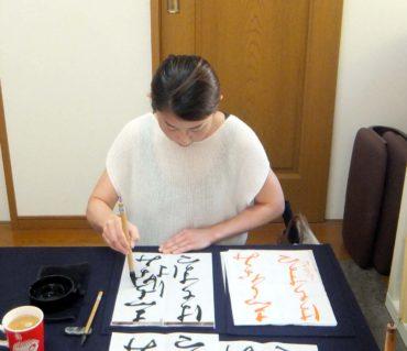 文字と文字の繋がりを意識して書く/鎌倉市長谷の書道教室