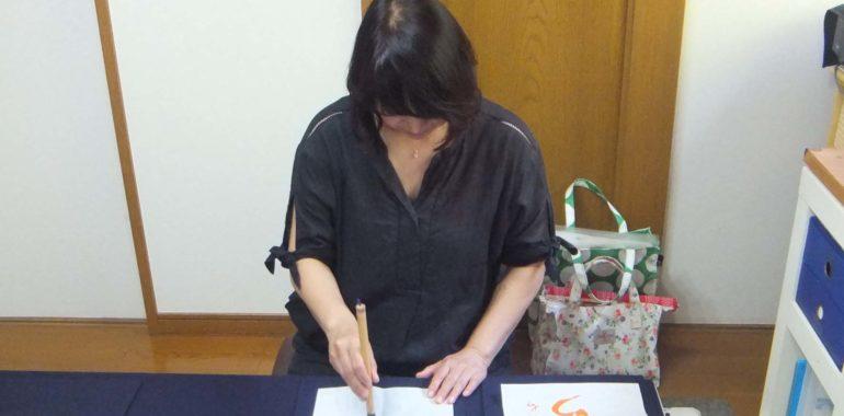 こんな姿勢だと美しいですね/鎌倉市長谷の書道教室