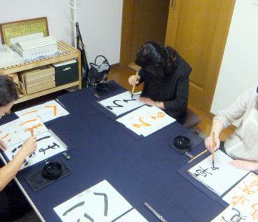 平日の定期レッスンの様子/鎌倉市長谷の書道教室