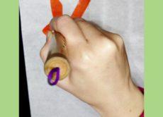 平仮名の「ぬ」と「も」を筆で書いている動画/鎌倉市長谷の書道教室