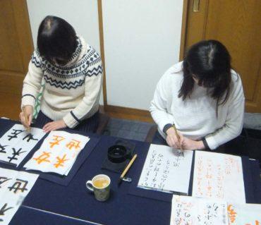 半紙に対して筆は真っ直ぐになっていますか?/鎌倉市長谷の書道教室