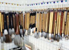 お道具も大切に使いたい「自作の筆掛け」/鎌倉市長谷の書道教室