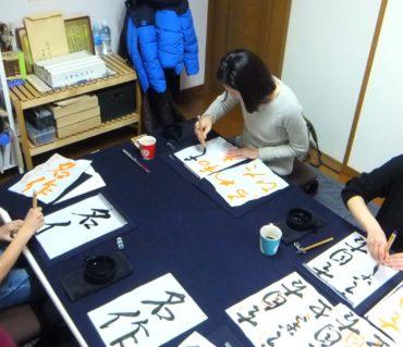 固定メンバーが多い土曜日レッスン/鎌倉市長谷の書道教室
