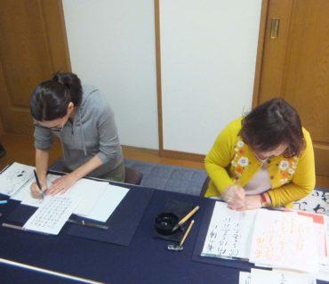 少人数制の書道教室お稽古の様子/鎌倉市長谷の書道教室