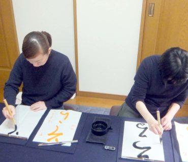 定期レッスンでの生徒さん達のレッスン風景/鎌倉市長谷の書道教室